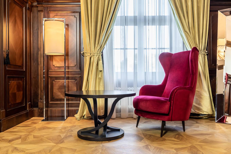 Fotel Uszatek Meble tapicerowane producent Nowy Sącz Kraków Małopolska sesja Pałac Goetz