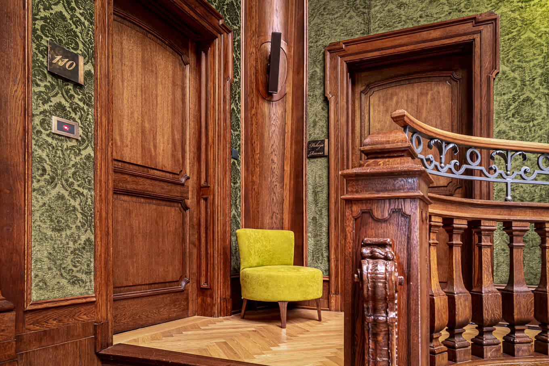 Fotel Vela Meble tapicerowane HM Manufaktura producent Nowy Sącz Kraków Małopolska sesja Pałac Goetz