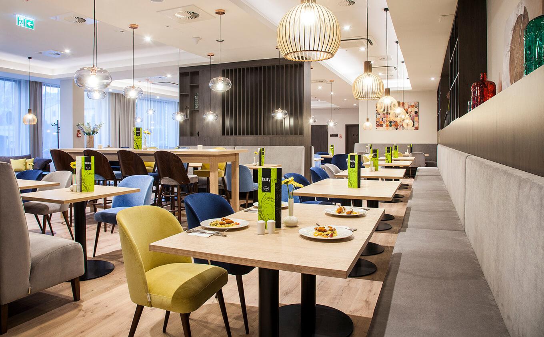 Stół Antlia do kawiarni restauracji producent HM Manufaktura meble Małopolska Kraków Nowy Sącz hotel Oświęcim